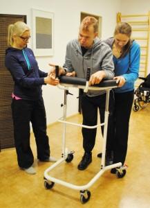 Janne käy säännöllisesti fysioterapiassa ja saa siitä apua arkeen